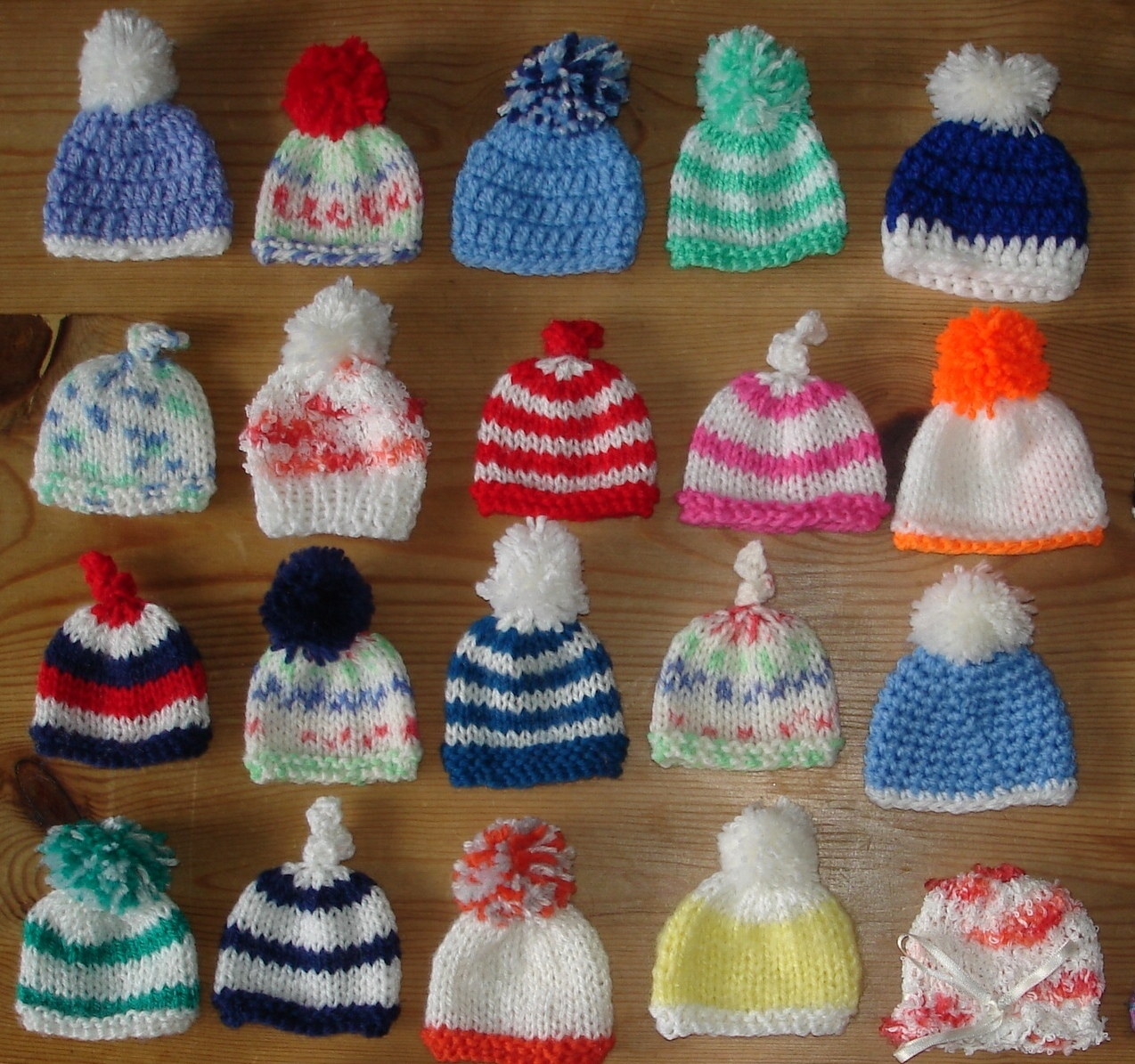 Knitting Patterns For Innocent Smoothie Hats : mariannas lazy daisy days: AGE UK ~ Innocent Smoothie Hats