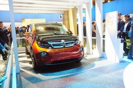 Mẫu xe hơi BMW được tích hợp công nghệ tự động khởi động bằng smartphone và smart watch.