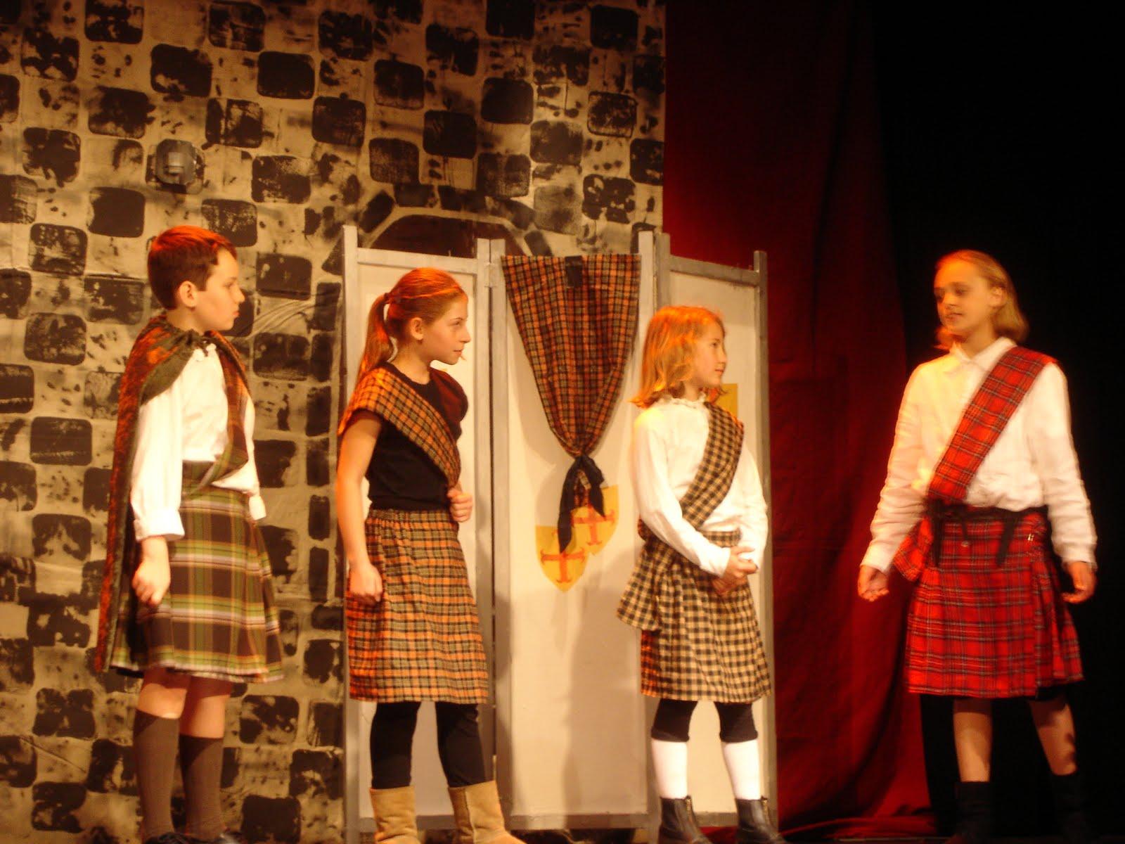 Did Lady MAcbeth Know that Macbeth killed Macduffs family?