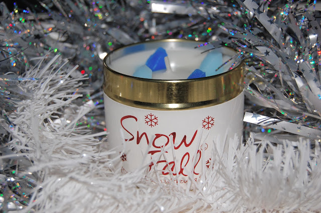 Lilyflame snow fall candle