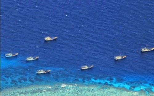 Tàu đánh cá Trung Quốc hoạt động tại vùng biển tranh chấp ở bãi đá Chữ Thập, quần đảo Trường Sa của Việt Nam. Ảnh: AFP