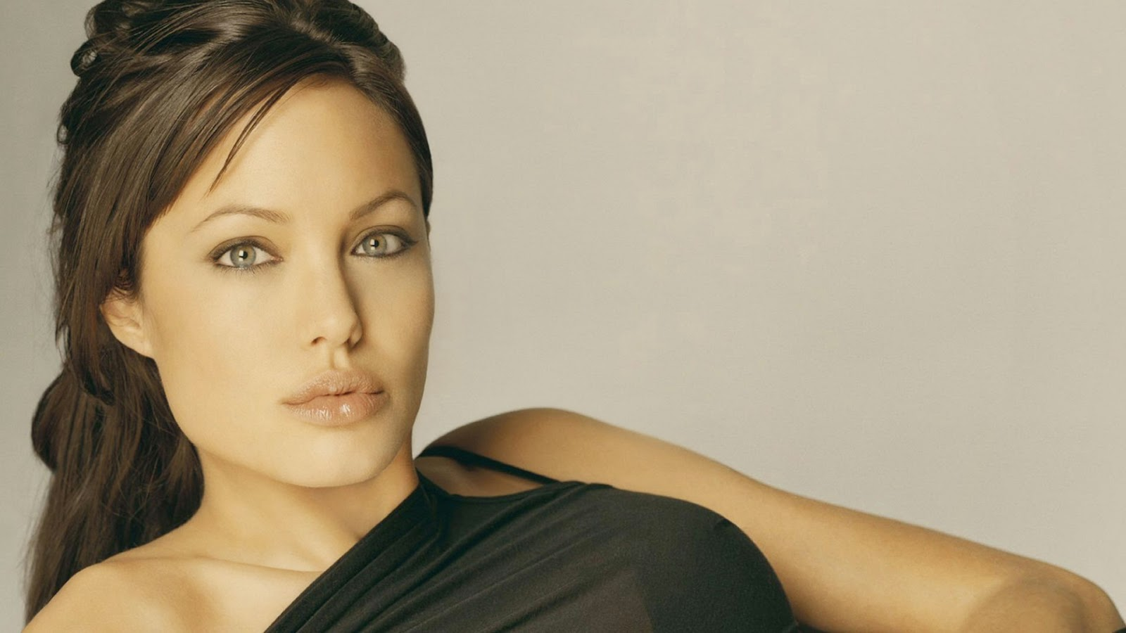 Hollywood Actress Angelina Jolie in black Wallpaper