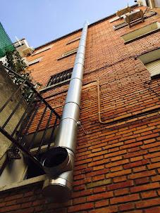 Tubos chimeneas en fachadas