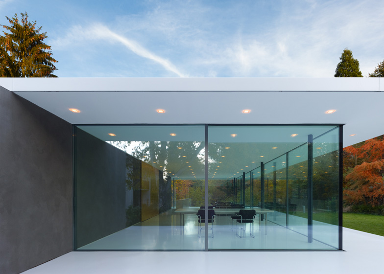 squared haus d10. Black Bedroom Furniture Sets. Home Design Ideas