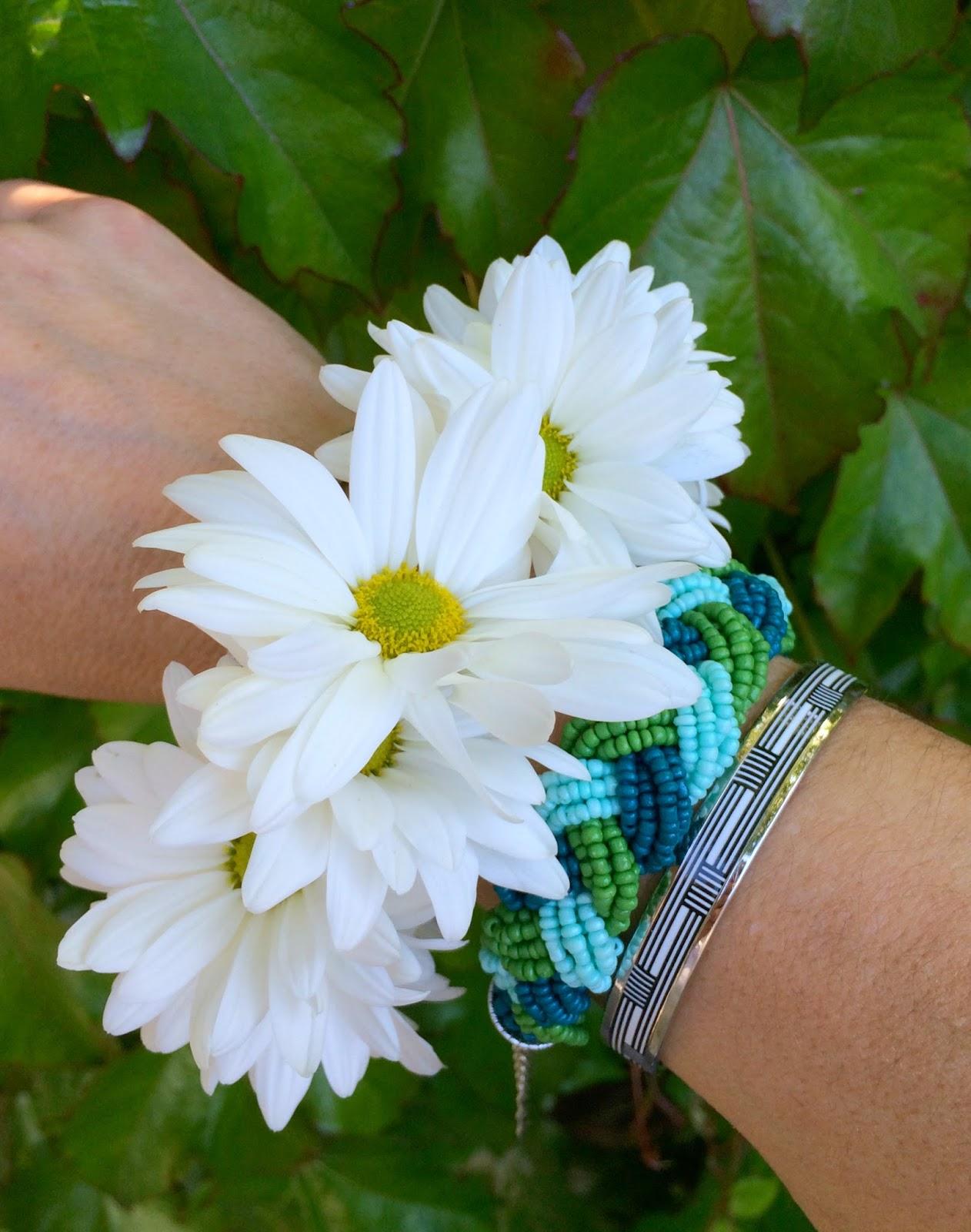 how to make a fresh flower bracelet