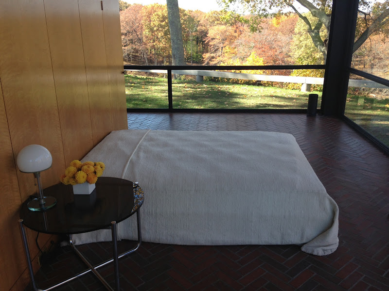 View of Phillip Johnson's bed from the interior. Johnson always said  title=