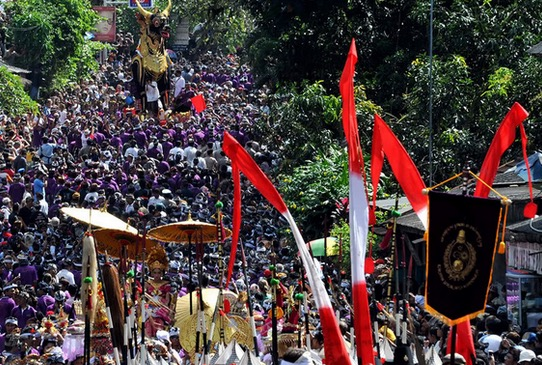 Cara Penganut Agama Hindu Membakar Mayat di Indonesia