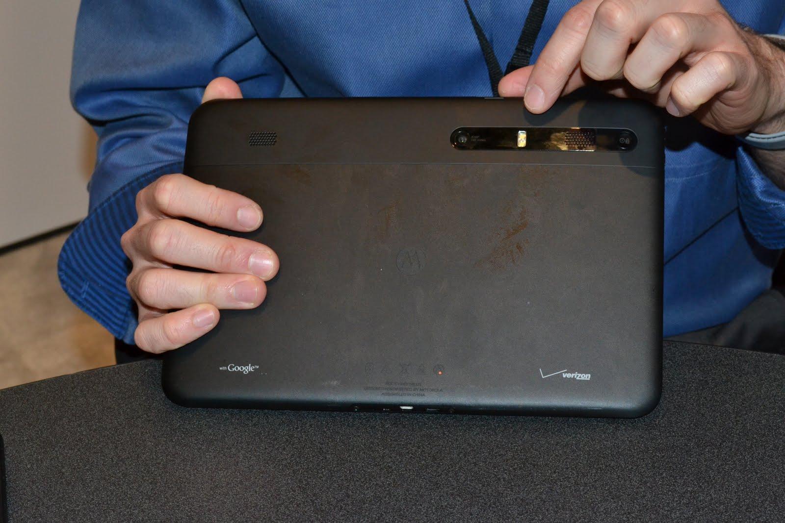 http://3.bp.blogspot.com/-eFWj9BowF4g/Thmmx8rz6YI/AAAAAAAABBA/6pEg3Z2fH1A/s1600/motorola-xoom-tablet-back-ces-2011.jpg
