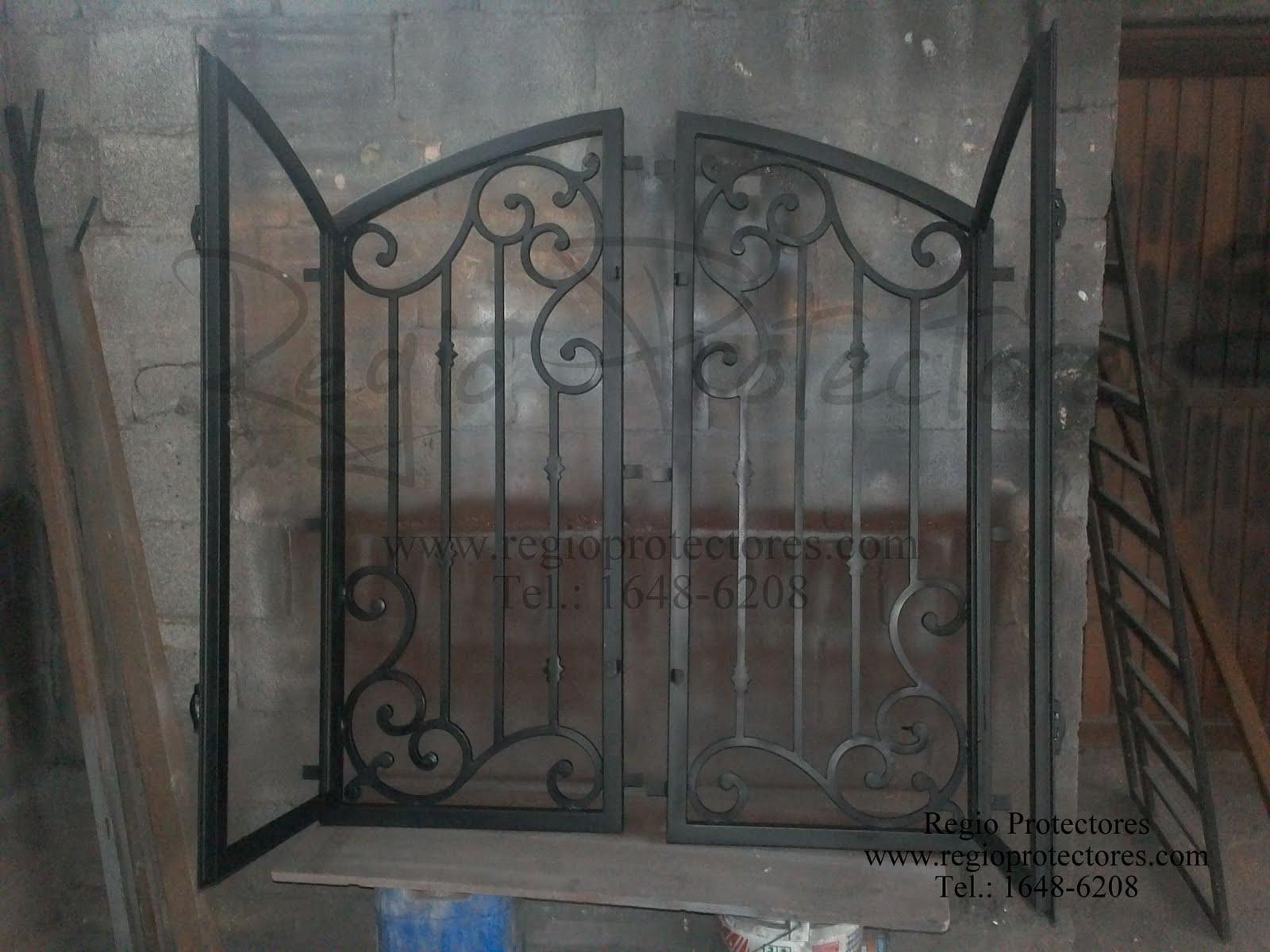 Insertos de hierro forjado para puerta de madera, Celaya, Gto.
