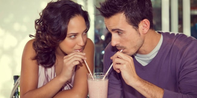 Alasan Pria Masih Flirting Padahal Sudah Punya Kekasih