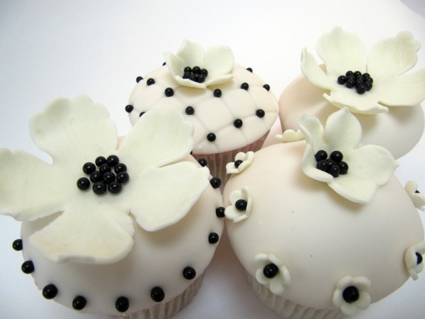 black and white cupcake wedding cakes