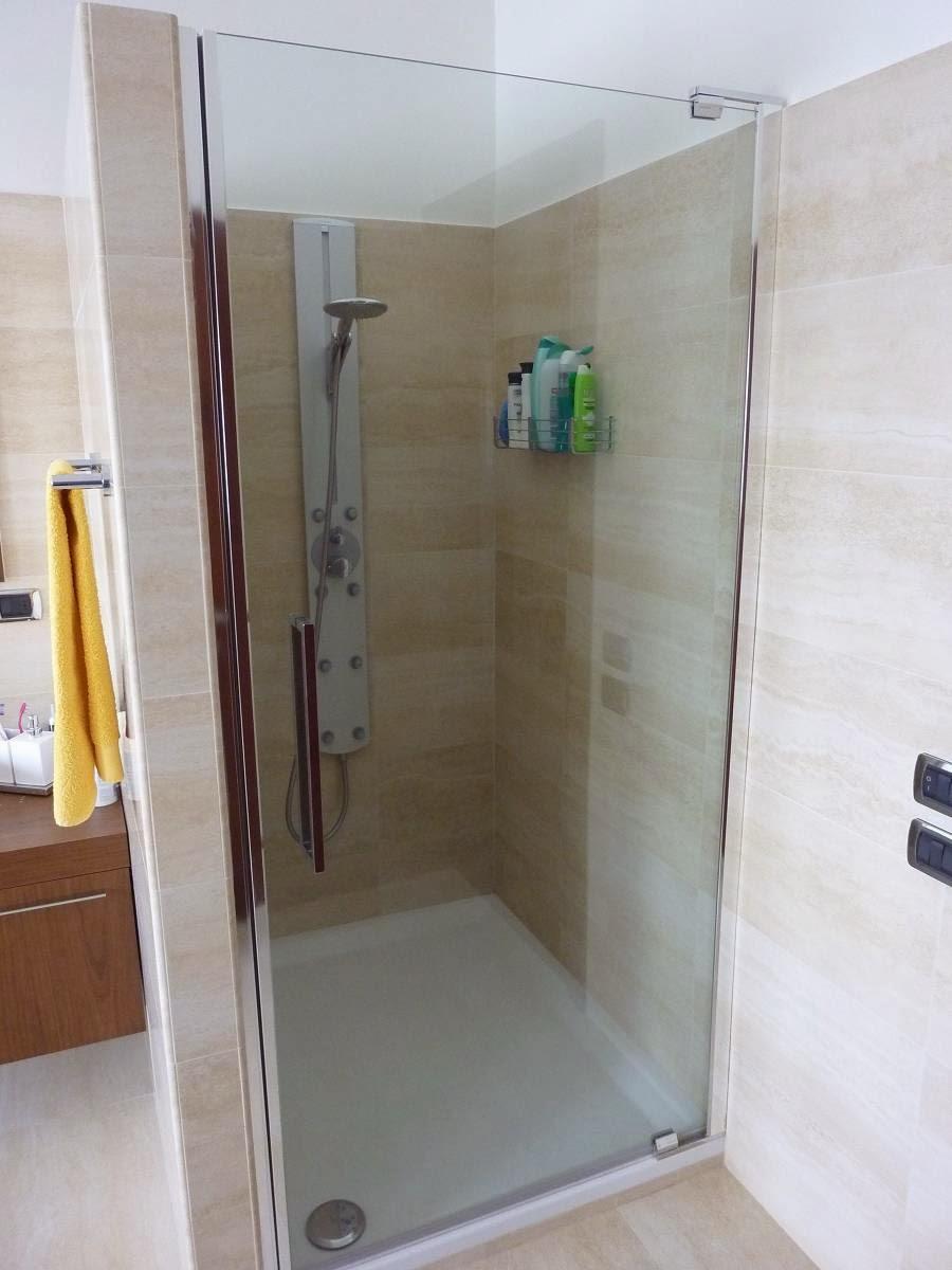 Bagno Con Doccia Muratura: Bagno con box doccia in muratura vasca.