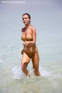 شاهد جوانا كروبا بالبكيني في صور ساخنة على شاطىء البحر