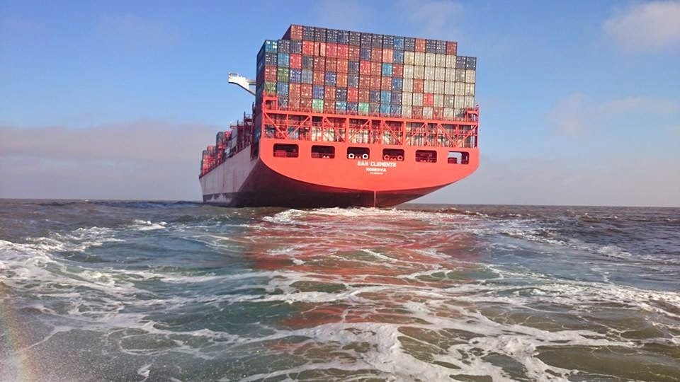 Navio Partindo de Rio Grande