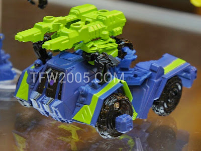 Onslaugh Transformers Generations Bruticus BOTCON 2012