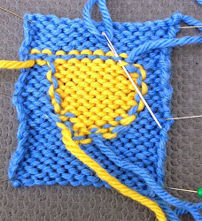 Weaving in Yarn Tails in Intarsia
