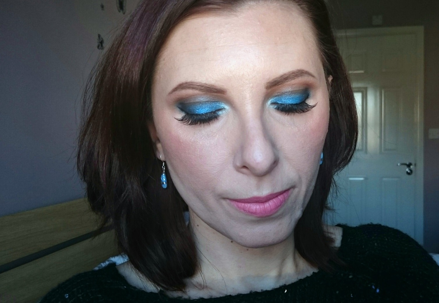 electric blue eye makeup look
