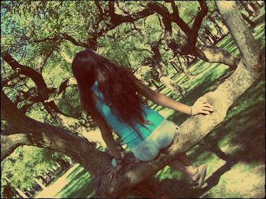 No pierdas por error a quien te ama y no intentes amar a quien no le importes.