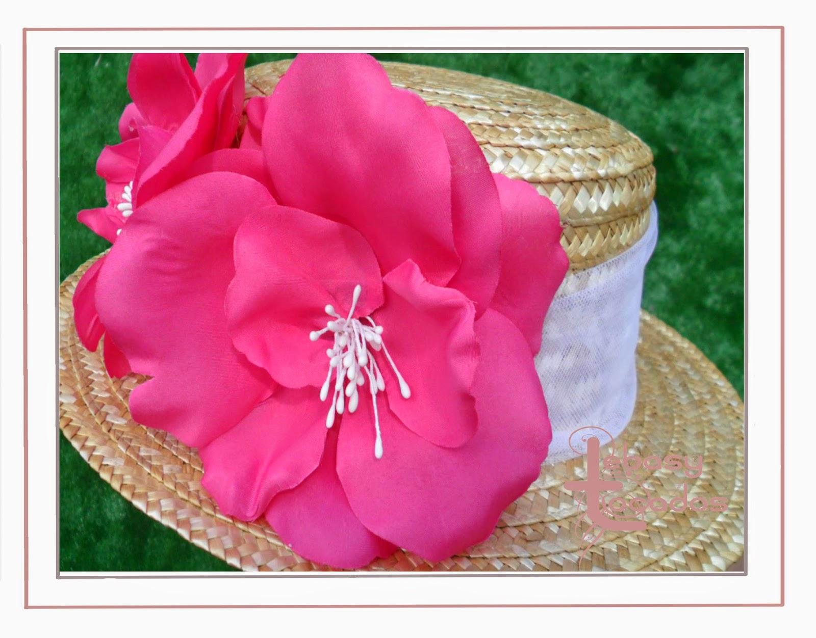 Canotier decorado en flores fucsias de Lebasy Tocados