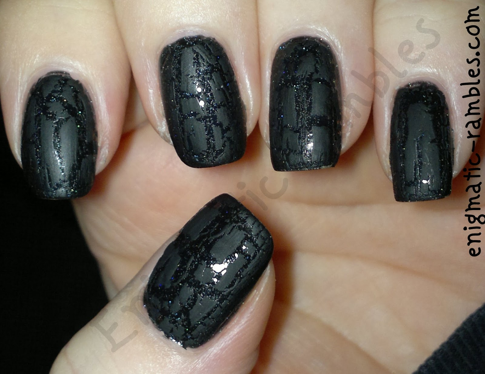 matte-holo-glitter-crackle-nails-barry-m-black-multi-instant-nail-effect