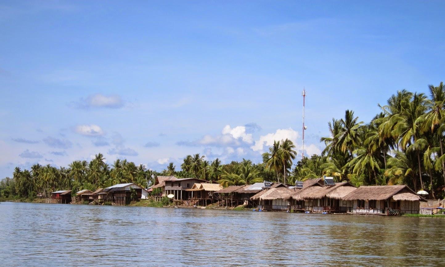 Si Phan Don village