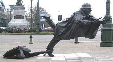 أغرب 10 تماثيل فى العالم Wfeet-comff5c8c99cf