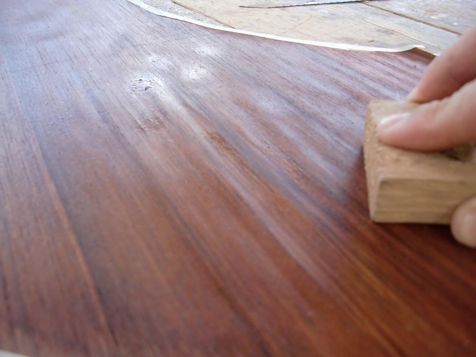 Decoraciones manualidades en madera pegar lamina de for Laminas para pared