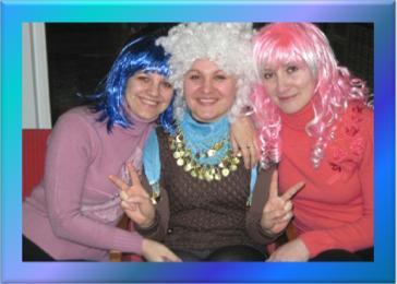 Розважальне шоу до Дня студентів вели бібліотекарі відділу обслуговування Тетяна Ковтун, Ірина Єліна і Тетяна Верещак (зліва направо).