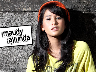 Maudy Ayundahot  Wallpaper