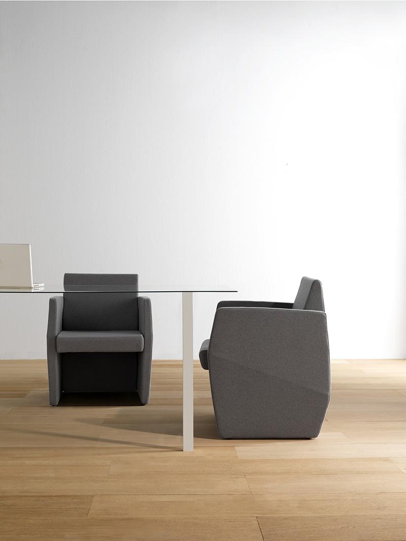 Interiores minimalistas koo international ampl a su for Interiores minimalistas