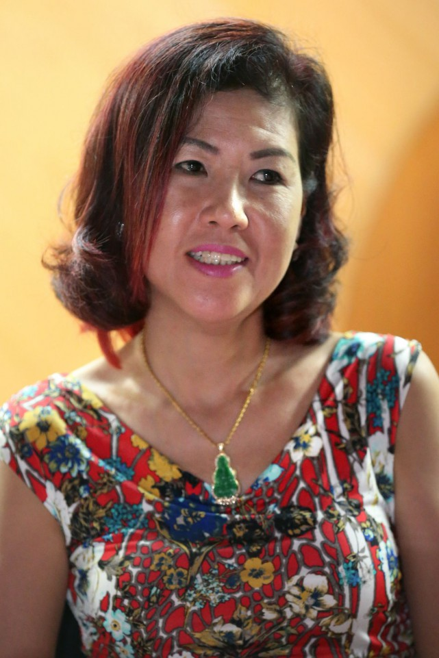 She is Sharon Kwan Xue-er, a well-known Cantopop singer in the local getai circle.