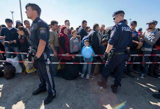 Κυβέρνηση Αυστρίας: ή προσαρμόζεστε, ή δρόμο!