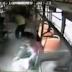 Απίστευτο περιστατικό -Κινητό έσκασε στα χέρια γυναίκας και έπιασε φωτιά [Βίντεο]