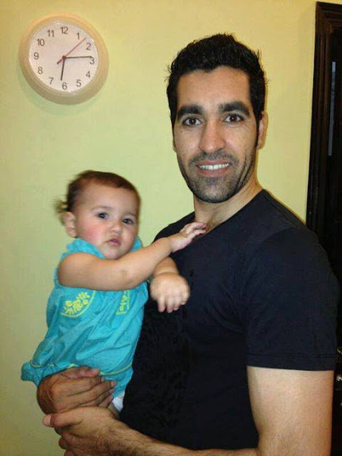 Pakistani Cricketer Umar Gul with his cute daughter Rehab