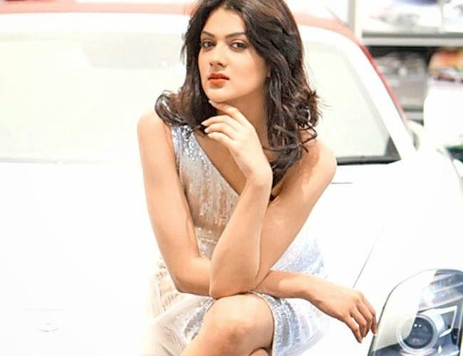 Sakshi Chaudhary, Priyanka Chopra,