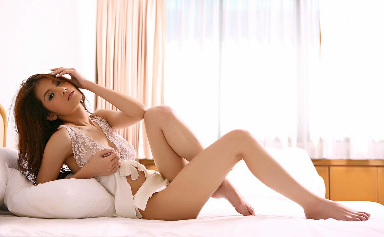 Natt Chanapa Horny On The Bed