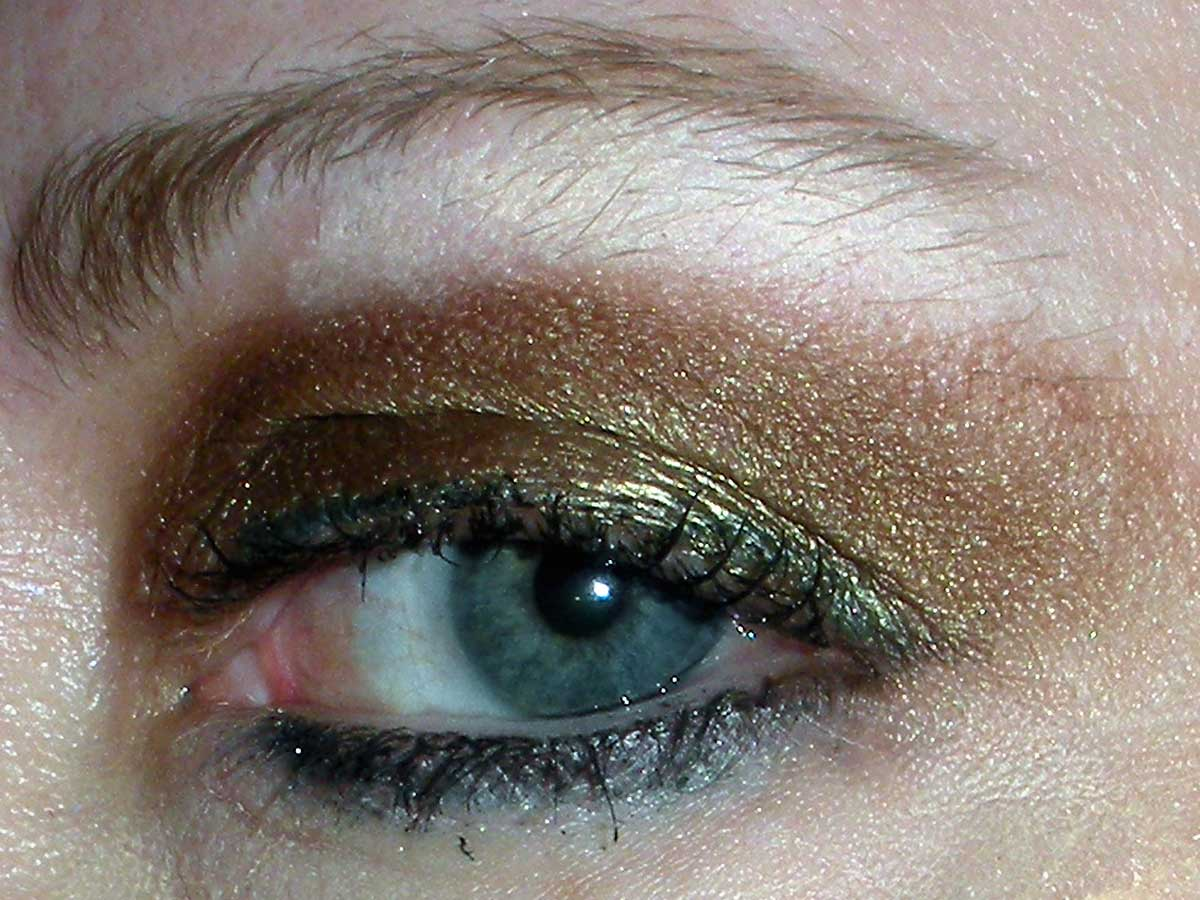 how to wear dark eyeshadow