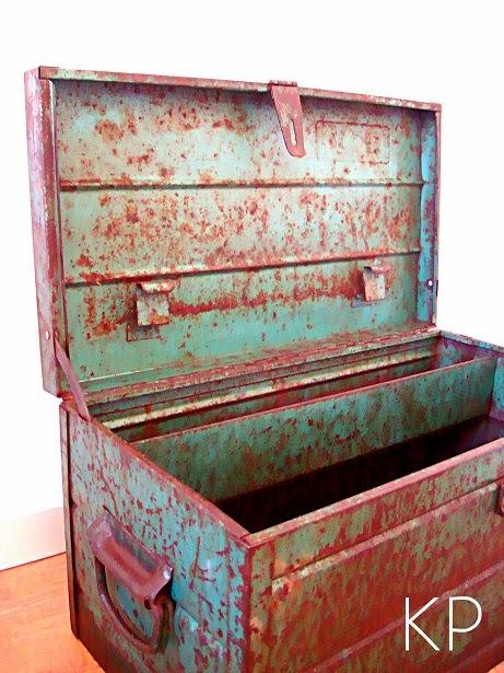 Cajas de metal grandes antiguas con tapa