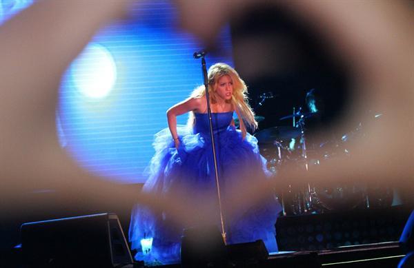 Galería » Apariciones, candids, conciertos... - Página 2 Shakira+roni+%252810%2529_634420906969609680_PhotoGalleryMain