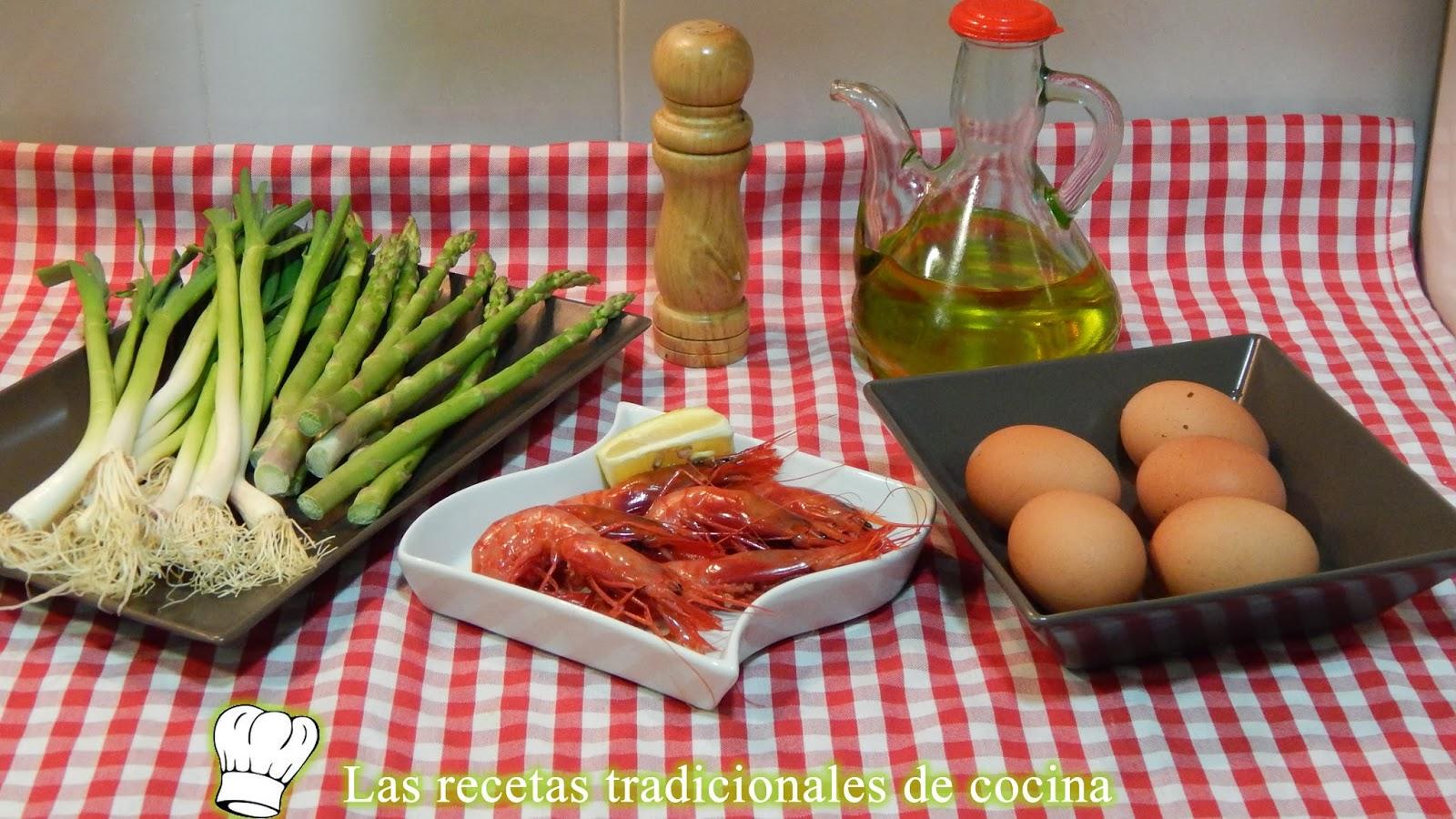 receta de revuelto de espárragos, gambas y ajos tiernos