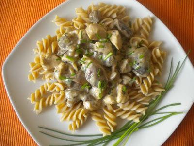 kurczak w sosie śmietanowo-grzybowym