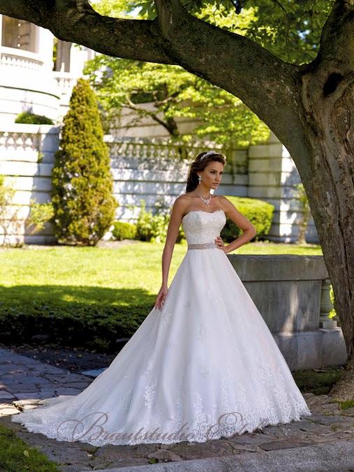 Brautkleid vor der Änderung in unserem Brautstudio