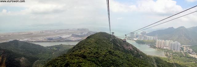 Teleférico de Lantau subiendo las montañas