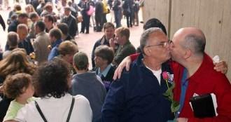 Sokant.ro: Căsătoriile homosexuale. Coaliția pentru Familie: Dacă asta e poziția PNL să și-o asume
