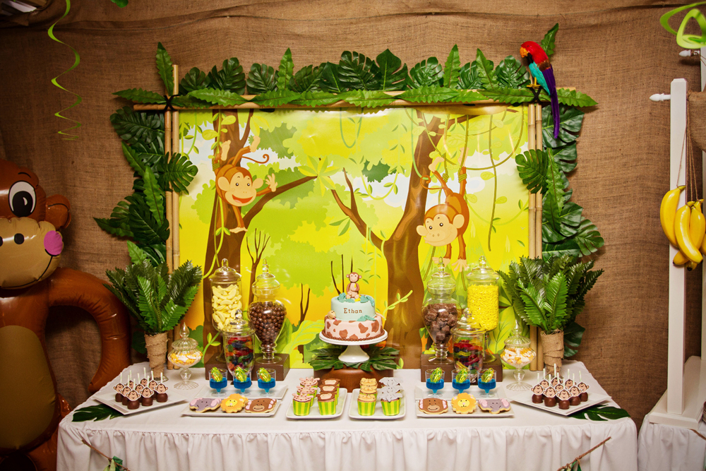 Party fun for little ones monkey jungle party for Animals decoration
