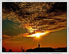 Un bellissimo tramonto su Milano's Sky