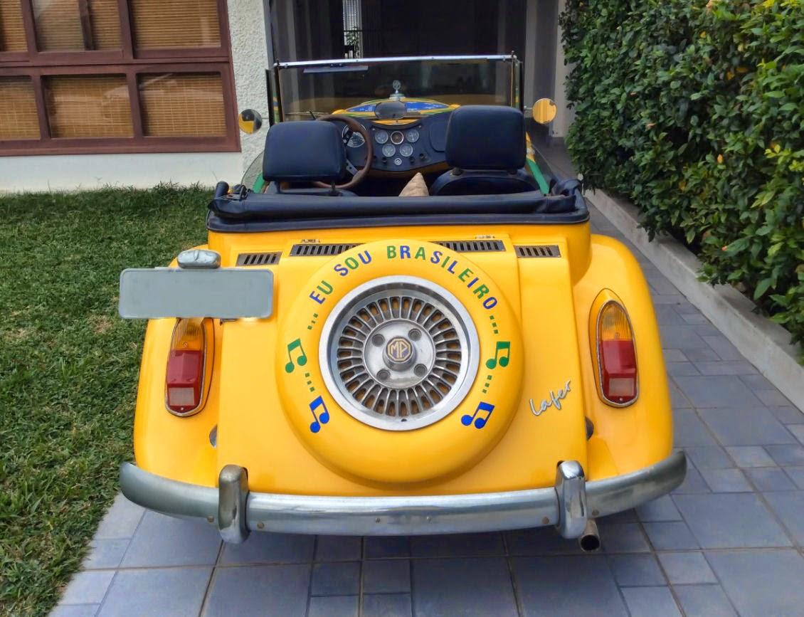 Este carro circula (ou desfila) pelas ruas de Iguaba Grande, na Região dos Lagos, no Rio de Janeiro.