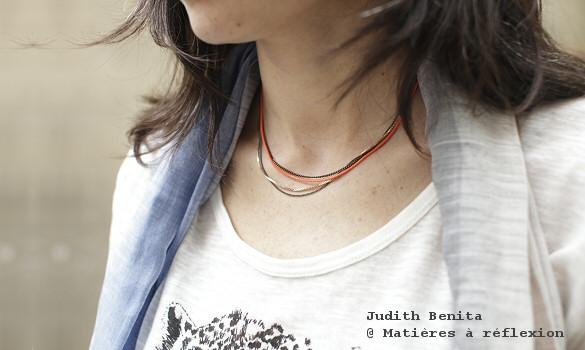 Collier multichaînes Judith Benita rouge fluo