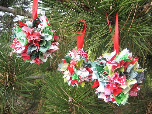 enfeites de natal para jardim passo a passo : enfeites de natal para jardim passo a passo:decore sua árvore de natal com essas bolas de tecidinhos coloridos