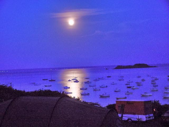 Güneş battıktan sonra ay'ı neden daha net görebiliyoruz?